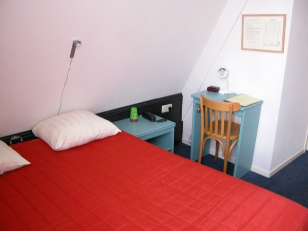 Tweepersoonskamer op de bovenste verdieping.